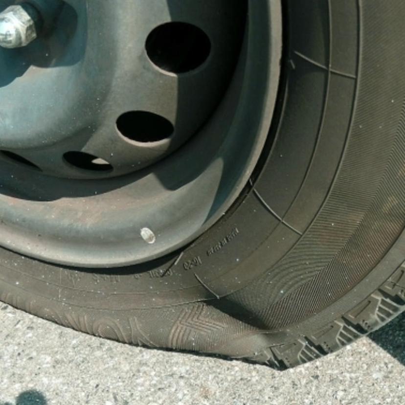 タイヤ パンク 修理 代
